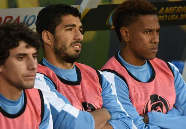 Suarez reacts furiously after Uruguay substitution fail during Copa America loss