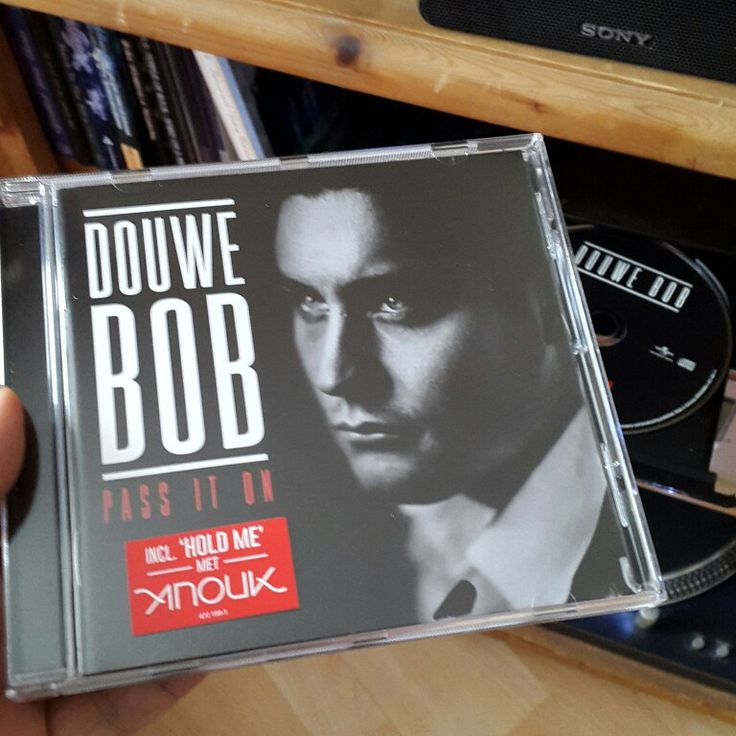 #Nowplaying #CD Pass it on #DouweBob (Universal music, 2015) #Dutch singer / musician. Represented #TheNetherlands at the #EurovisionSongContest #2016 recently with the song #SlowDown from his latest album #FoolBar. The #PassItOn album was released in 2015. #Holland #Nederland #ESF16 #EurovisieSongfestival #ESC16 #CDcollection #cdverzameling