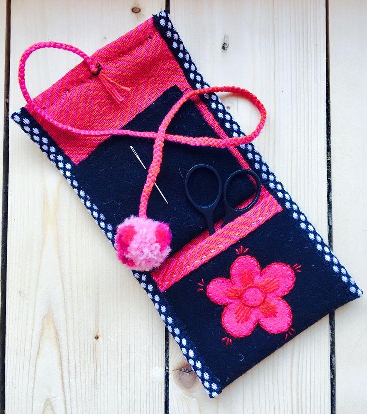 Needle case by @hannasinslag  #embroidery #broderi #craft #tllebroderi #nålhus #marsma #needlecase