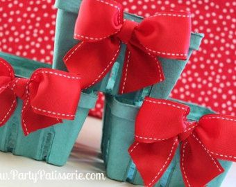 ♥ Our adorable Berry Baskets are adorned with a large pink bow on the front. ♥ These cute little baskets can be used to fill with holiday cookies, party favors, teacher gift, wedding favors, presenting your holiday or birthday gift in, serving up treats, picnic lunches, sorority gifts or bridesmaid gifts. You name it. ♥ This item is really two gifts in one. After the presentation it can be used to hold your favorite items in. Theyre just so cute and very popular now! ♥ These little cuties…