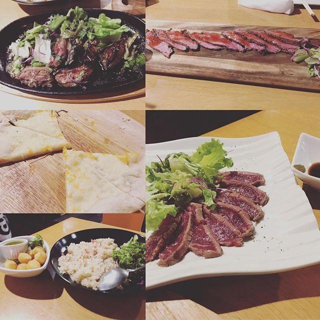 昨日弟が泊まりで帰ってきて家族で家の近くのイタリアンで晩御飯食べてきた!めっちゃ美味しかった😋 #いたりあん #イタリアン #お肉 #肉 #ピザ