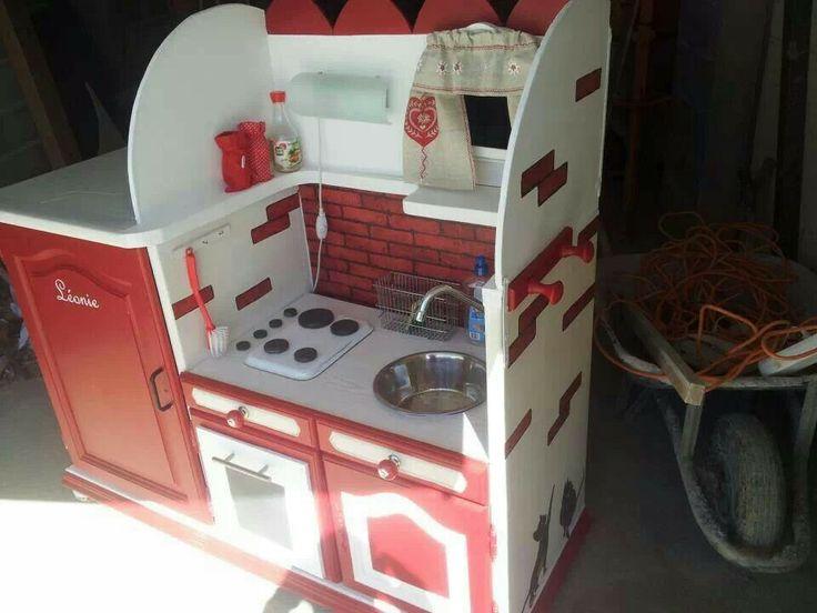 Cuisine enfant partir d 39 un meuble cuisine lila for Le pere du meuble furniture