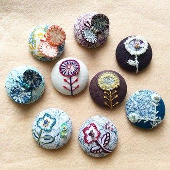 くるみボタンは小さいので、比較的完成までの時間が短く、作った時の満足感も大きいアイテムです。  アイデア次第で可愛いらしさは無限大に広がります。