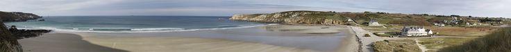Située à 700 mètres de la plage de la Baie des Trépassés, l'une des plus belles plages de Bretagne, cette maison vous offre un cadre unique et idéal, pour un séjour des plus agréables, et ce quelque soit la saison, du feu de cheminée au repas en terrasse face à la mer. Maison belle vue mer Pointe du Raz - Bretagne - Cap Sizun http://www.pointedurazrental.com