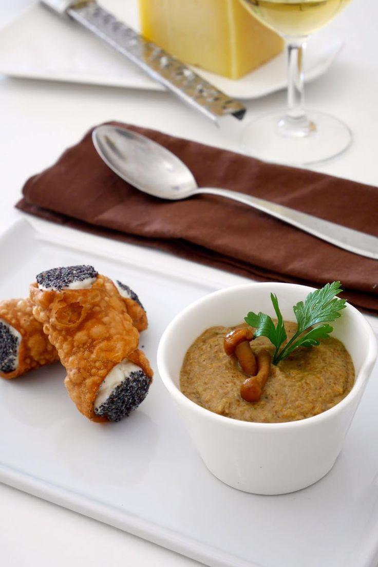 Cannoli salati al Pecorino Toscano DOP con crema ai funghi chiodini