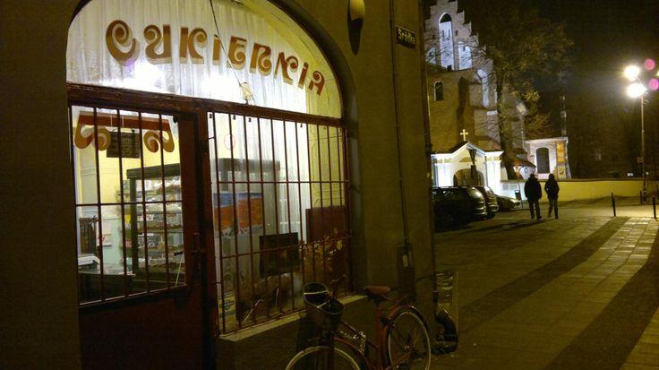 Cukiernia na Śródce, najlepsze na świecie szneki z glancem, dziś jest tam Kino za rogiem i Cafe Ruina, do 2013