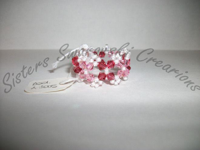 Anello completamente realizzato a mano in cristallo swarovski!