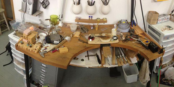 Vous voici dans l'atelier de la talentieuse joaillière Lidia Raymond.