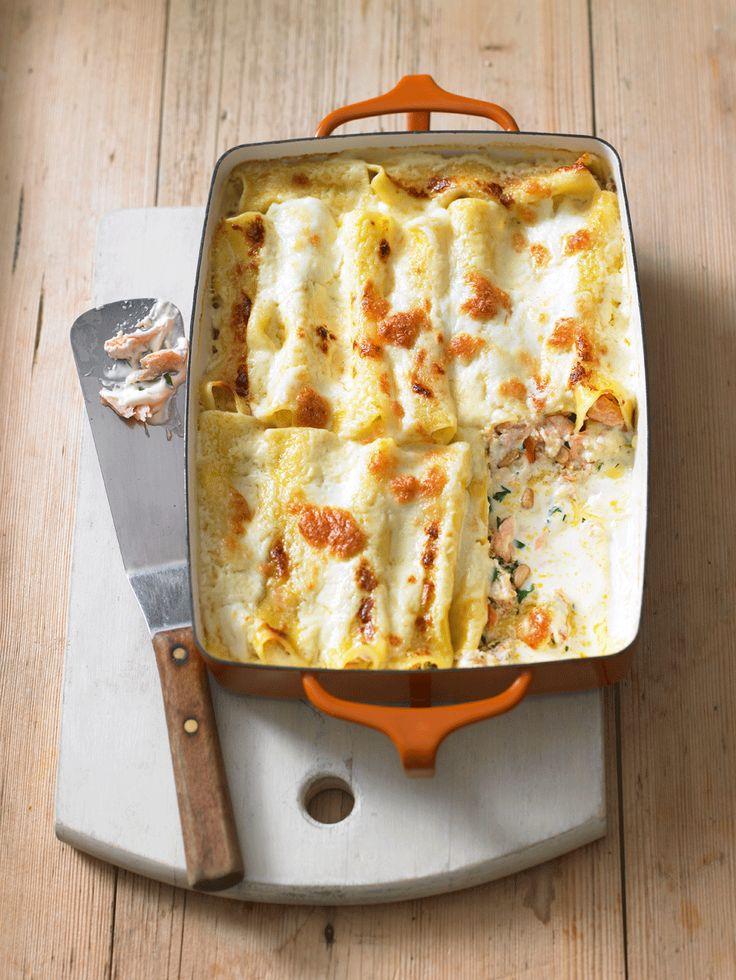 This creamy cannelloni recipe with hot smoked salmon is the perfect comfort food on a cold evening.