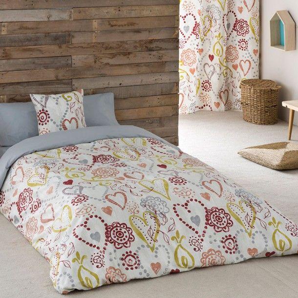 Funda Nórdica LOVE de la firma Sansa. Corazones de diferentes formas y tamaños se dibujan entrelazados repartidos por todo el diseño. Una bonita idea para renovar tu ropa de cama.
