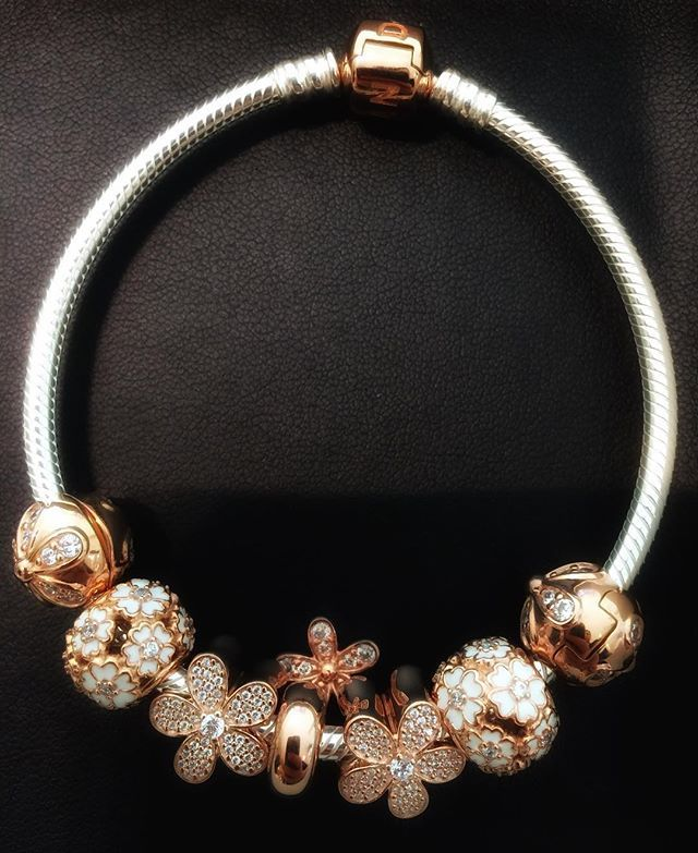 Today's post brings my monthly Pandora news round-up, featuring all the details on what's coming up for April 2016! This month's feature includes details on the North American gift sets for Pandora Mother's Day 2016, live shots of the new Pandora Rose Spring 2016 collection, updates on the Pandora Summer 2016 release and more. Going …Read more... WOMEN'S JEWELRY http://amzn.to/2ljp5IH