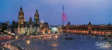 Una explosión de energía y color En una explosión de energía y color, la capital incomprendida de México es a menudo la mecca del arte de las Américas. Para empezar, visite el Museo de Frida Kahlo en la Casa Azul, la casa donde nació, vivió y murió Kahlo. Está llena de recuerdos de su vida evocando el México de los años 40 y su relación tempestuosa con el famoso muralista Diego Rivera.