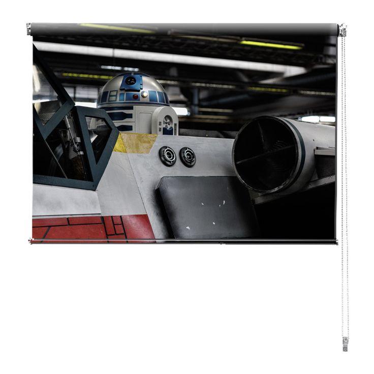 Rolgordijn R2-D2 | De rolgordijnen van YouPri zijn iets heel bijzonders! Maak keuze uit een verduisterend of een lichtdoorlatend rolgordijn. Inclusief ophangmechanisme voor wand of plafond! #rolgordijn #gordijn #lichtdoorlatend #verduisterend #goedkoop #voordelig #polyester #sciencefiction #scifi #sf #science #fiction #sci #r2d2 #star #wars #starwars #robot #film #buitenaards #jongen #jongenskamer