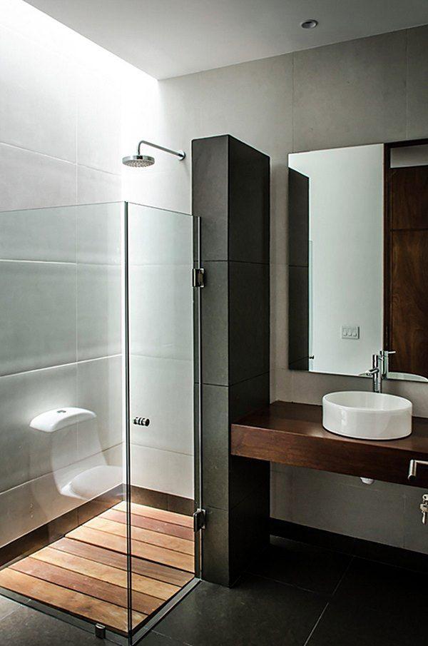 Agora, me empolguei com este negócio de mostrar coisas que, apesar de ver em lindas fotos certas situações, você NÃO deve reproduzi-las na sua casa. Vamos aos banheiros e lavabos...