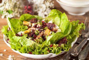 Πράσινη σαλάτα με φρούτα, κράνμπερι και μανούρι-featured_image