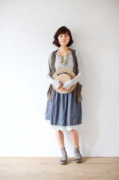 Araminta-It would be so useful to have a skirt like this! The lace at the hem is a great touch.
