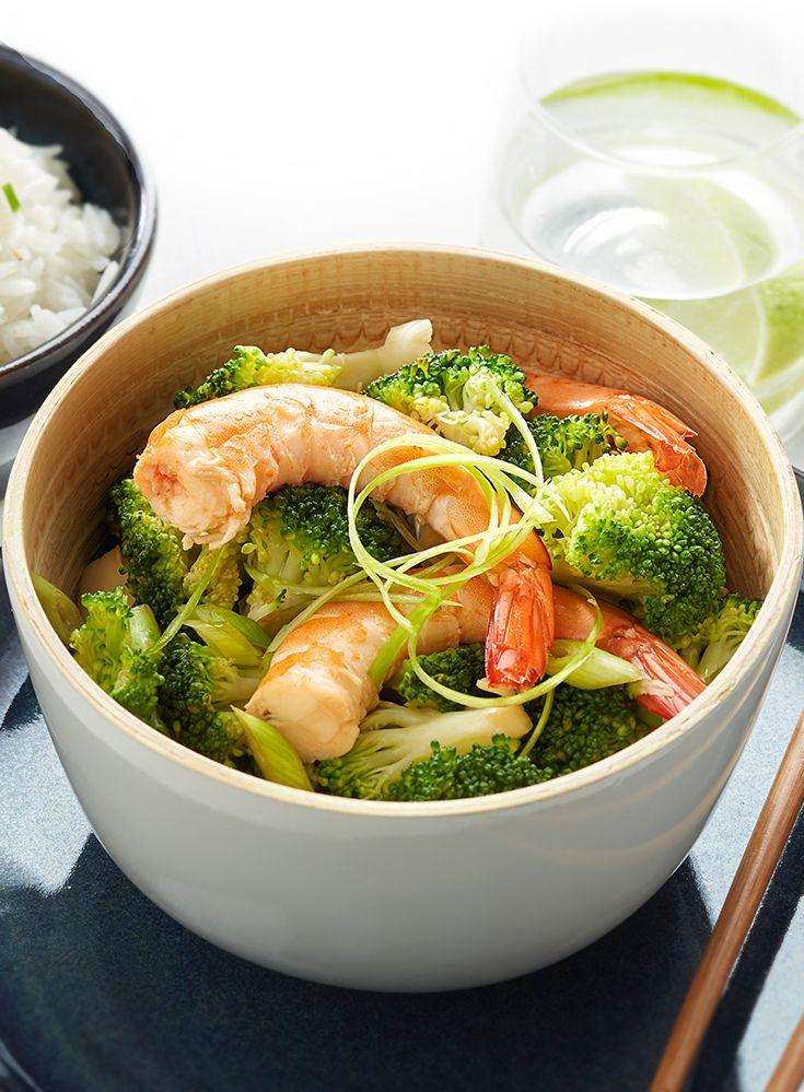 Wok de brocolis et crevettes roses au riz thaï