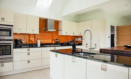 Gorgeous modern fitted kitchen - contemporary
