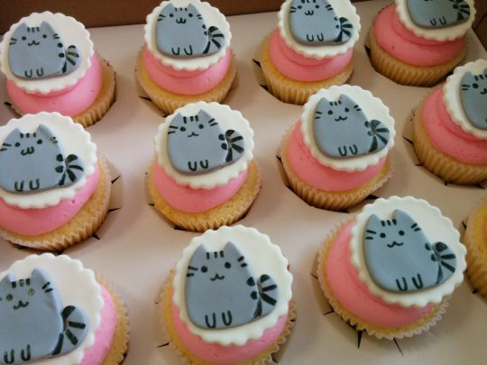 Pusheen the cat cupcakes - Cake by Cake That Bakery - CakesDecor