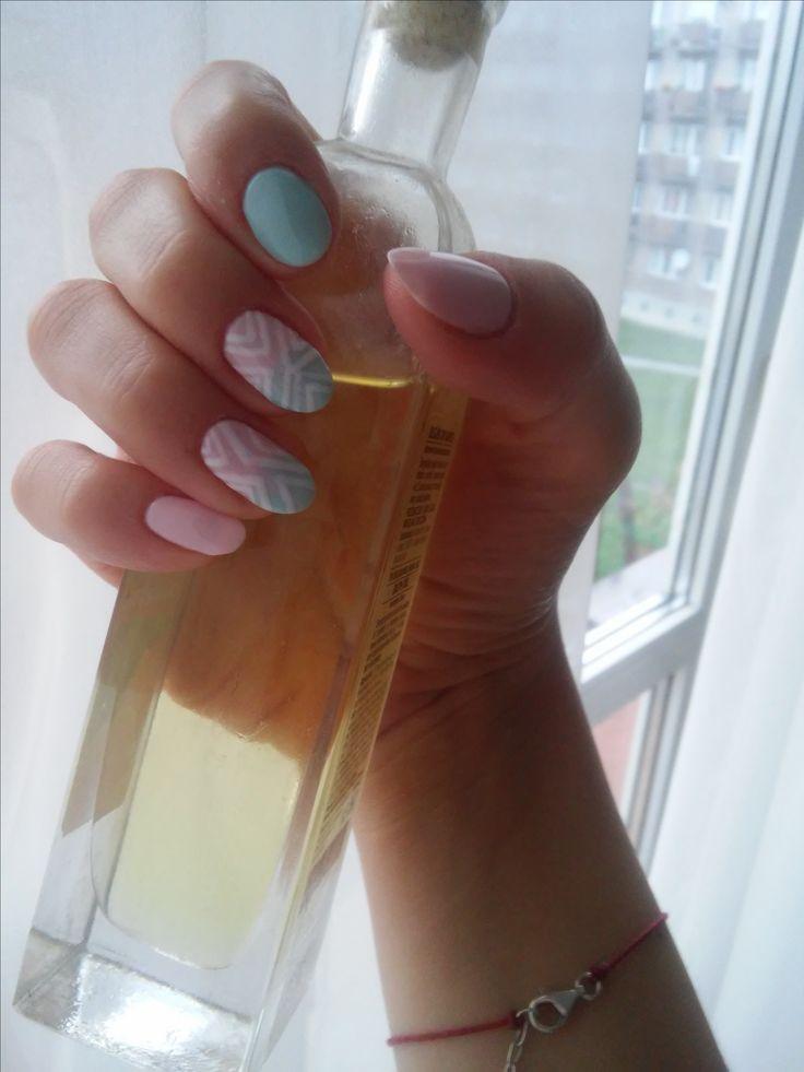 Semilaczki:) semilac blue pink and white nails
