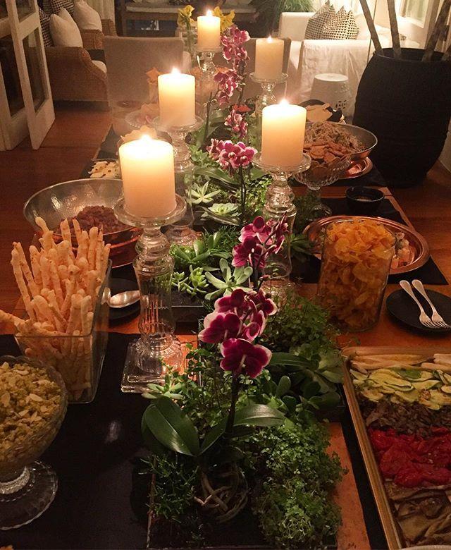 Mesa linda na casa da querida @marciazyn feita pelo craque que adoro…