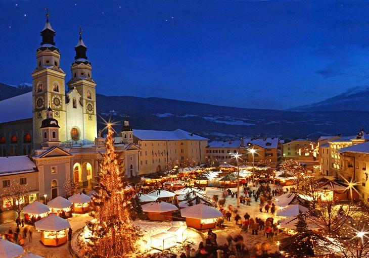 Il Natale è ormai alle porte, per cui vi suggeriamo di visitare, a dicembre, tre dei Mercatini natalizi più belli d'Italia: quelli di Bolzano, Merano e Bressanone. Fatevi avvolgere dal delizioso profumo di cannella, pan pepato e vin brulè! http://www.bbplanet.it/dormire/tirolo/