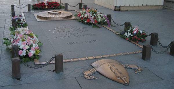 """Túmulo do Soldado Desconhecido"""", onde repousam as cinzas de um soldado morto na Primeira Guerra"""