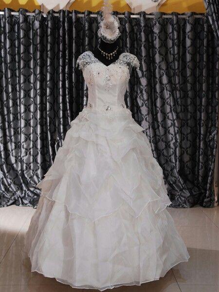 Wedding gown tanpa ekor, hanya rp 1.750.000 bonus peticoate, slayer, sarung tangan dan kalung set