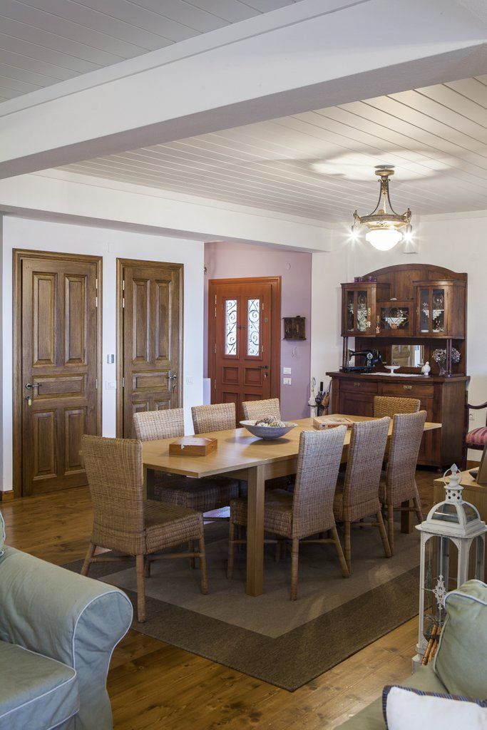 This is newly built traditional Pelion villa that has two-floors and an extra basement level. It has been built within all the architectural restrictions for it belongs to a preserved heritage comm…