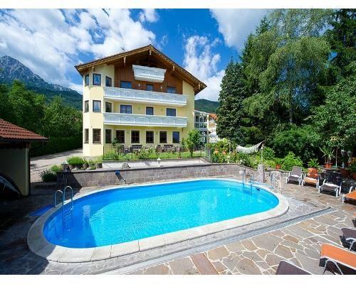 Schwimmen unter freiem Himmel im #Kurzurlaub: Auch dies gehört zu einem Wellnessurlaub dazu.  Gönnen sie sich ein Hotel mit Pool! http://www.verwoehnwochenende.de/kurzreise-angebote___seite_suche_angebote.html