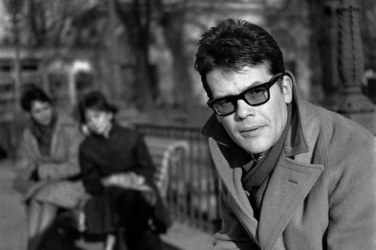 Polish actor Zbyszek Cybulski at Lazienki Park Photo: Tadeusz Rolke (Born: Poland, Warsaw 1927 -1967 ) Poland - Warsaw, 1960s