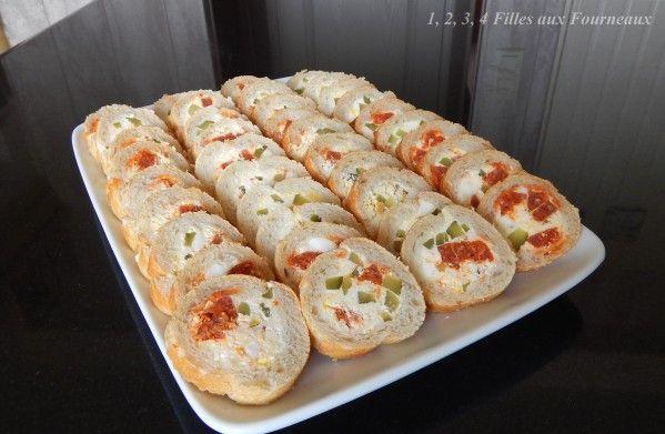 Aujourd'hui, je vous propose une recette apéritive rapide et gourmande que vous pourrez préparer à l'avance. La recette est issue du blog de Cojocano &Les petits plats dans les grands&. Ingrédients : - 1 baguette longue - 300 g de fromage à tartiner St...