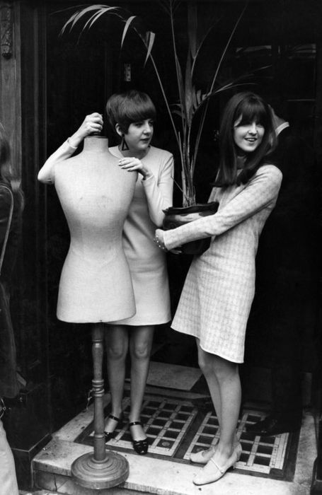 Moving day for BIBA, 1966. Cilla Black and Cathy McGowan help.