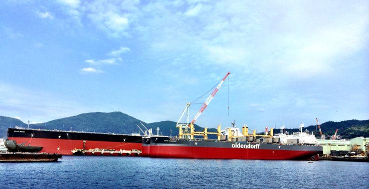 広島 呉に停泊中の石油タンカー