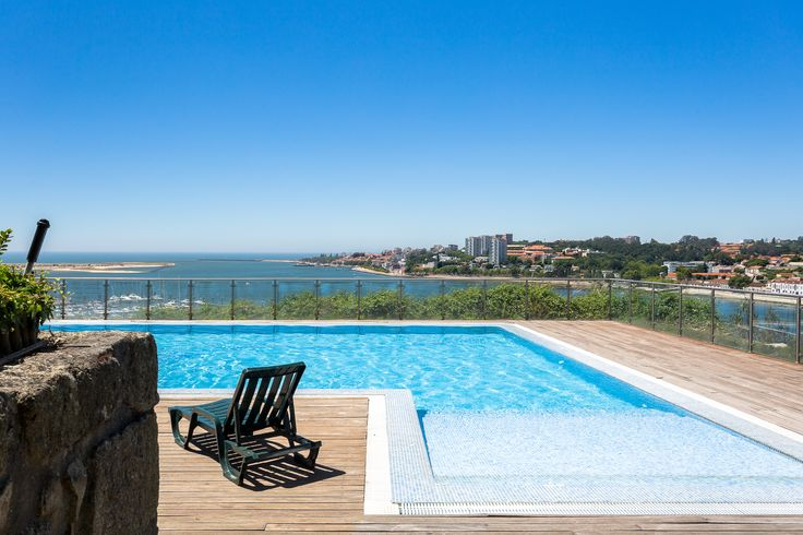 HomeLovers: swimming pool with a view