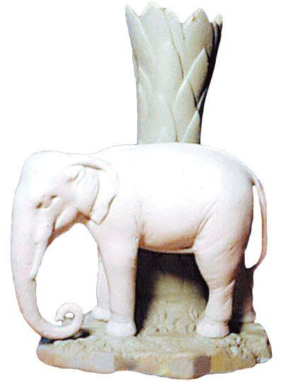 Фарфоровая статуэтка Ваза со слоном Городница