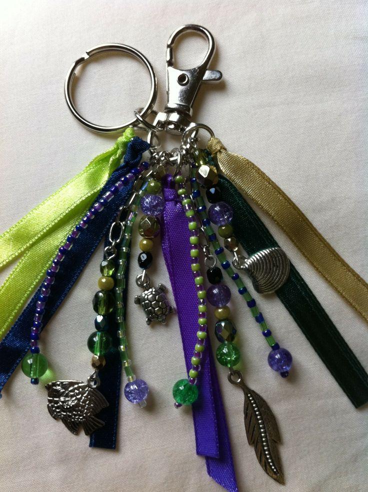 Bijou de sac, gri gri... avec perles, charms, rubans.. tons outremer : Autres bijoux par hopes-dreams