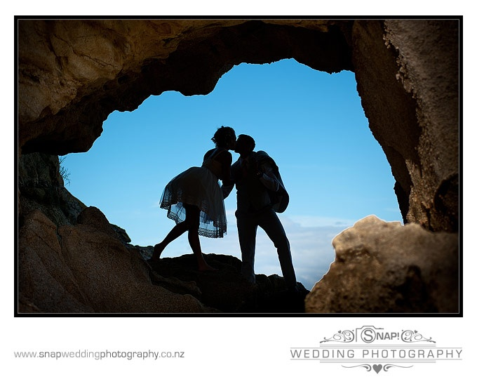 In nature you have anatural frame for your best wedding picture.