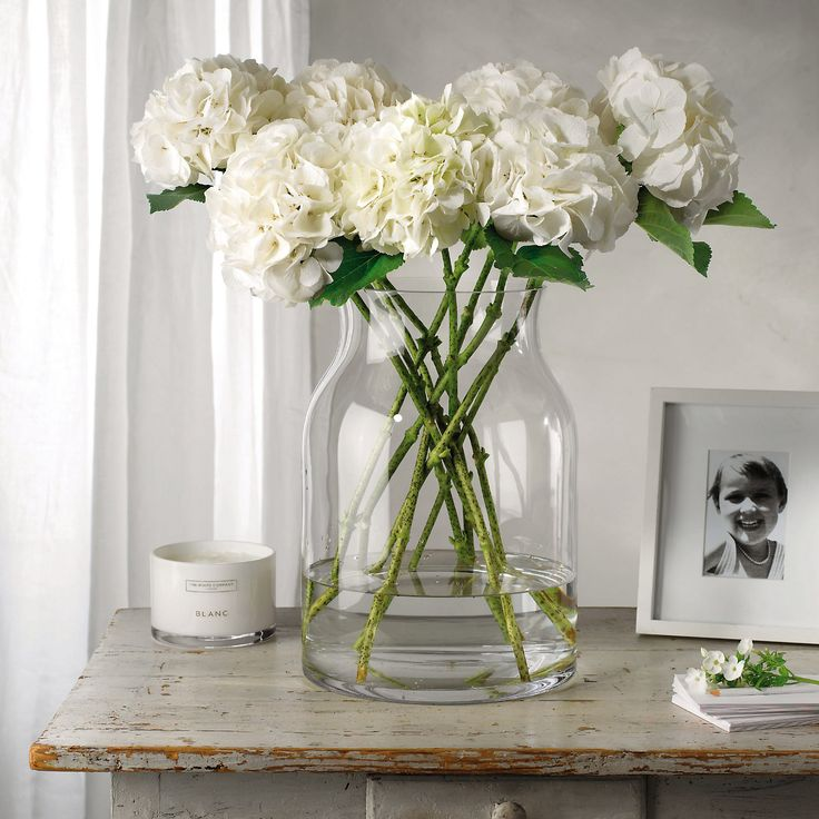 Pablo Glass Vase - Large   The White Company