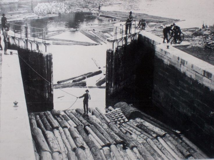 Rideau Canal Moving Timber Through the Locks (1024×768)