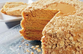 Dulce de leche layers cake (torta mil hojas)