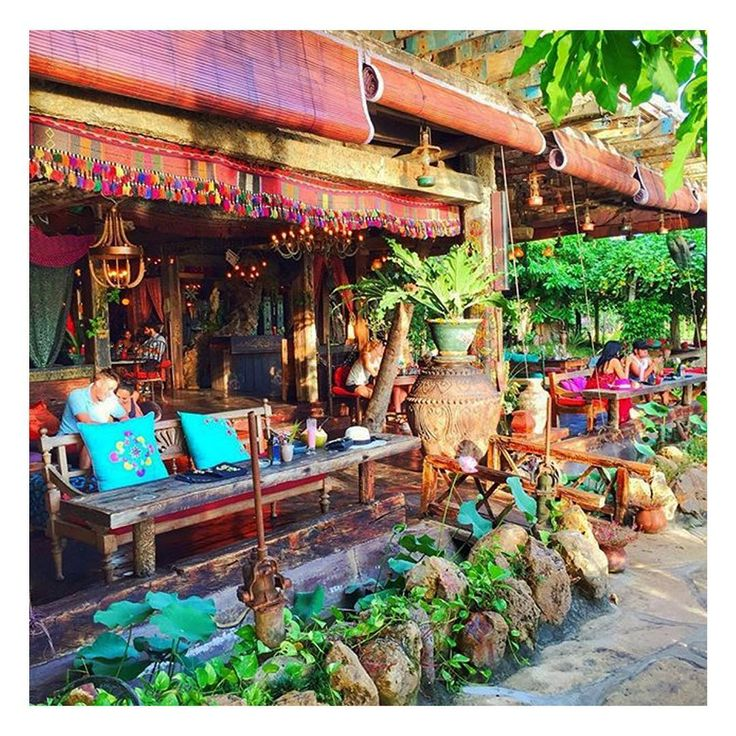 A hidden paradise in between Canggu and Seminyak..  #lalagunabali #decoration #archictecture #bridge #gypsyplace #restaurant #beachbar #balilife #balibible #seminyak #whattodoinbali #amazingbali #canggu #lalaguna #bali #bridge #woodenbridge