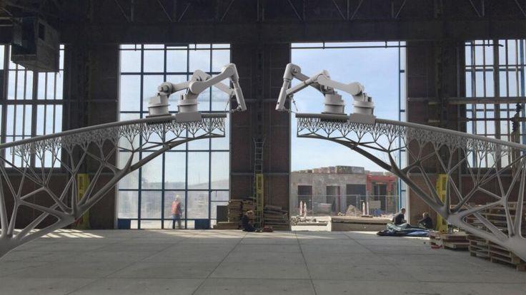 In Amsterdam komt de eerste metalen brug die met een 3d-printer is gemaakt. De voetgangersbrug komt over de gracht tussen de Oudezijds Achterburgwal in de rosse buurt.