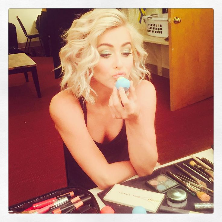 "Julianne Hough on Instagram: ""Matching my eyeshadow to my yummy @eosproducts lipbalm tonight in Boston for my show! Who's coming?? @moveliveontour #moveliveontour"""