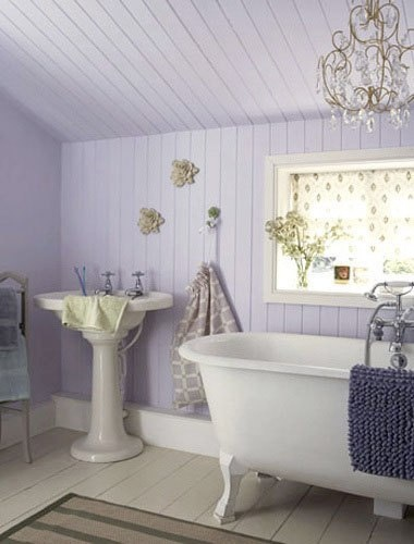 This one feels like a vintage charmer. I do love a chandelier........and a tub.