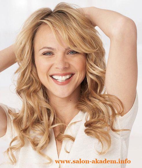 """Каскад на вьющиеся волосы средней длины фото #Фото  Вернуться в раздел """"Прическа каскад на вьющиеся и волнистые волосы""""    http://www.salon-akadem.info/kaskad-na-vyushhiesya-volosy-srednej-dliny-foto.php"""