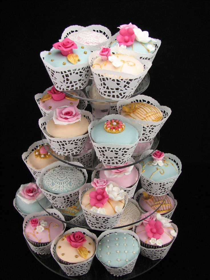 Shabby Chic Cupcakes: I made these gorgeous antique looking choc mud cupcakes for my beautiful daughter's 23rd birthday