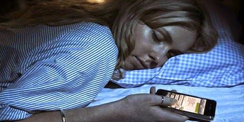 Seorang Gadis Tewas Karena Tidur Sambil Mengecharge Ponselnya