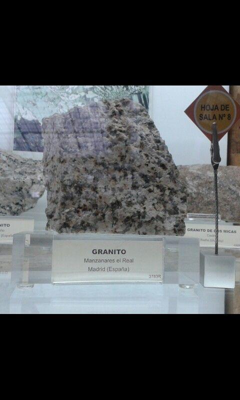 GRANITO  -Clasificación: roca ígnea plutónica -Minerales que contiene: cuarzo, feldespato y mica -Textura: intermedio, grueso