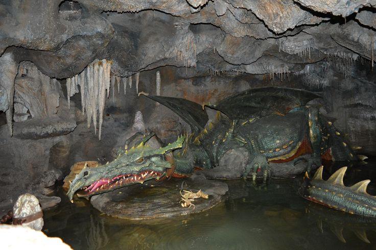 Disneyland Paris La Taniére du Dragon